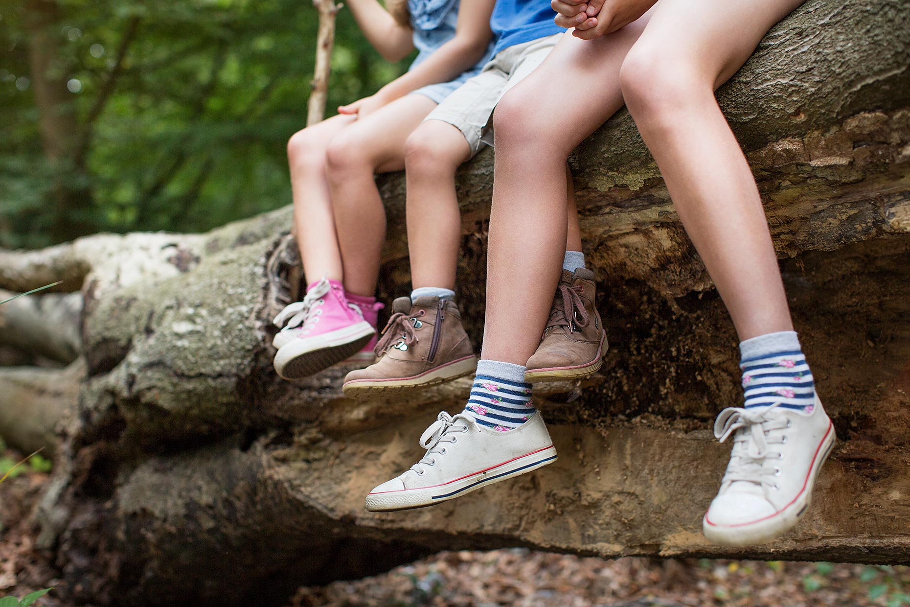 kids-sitting-on-log