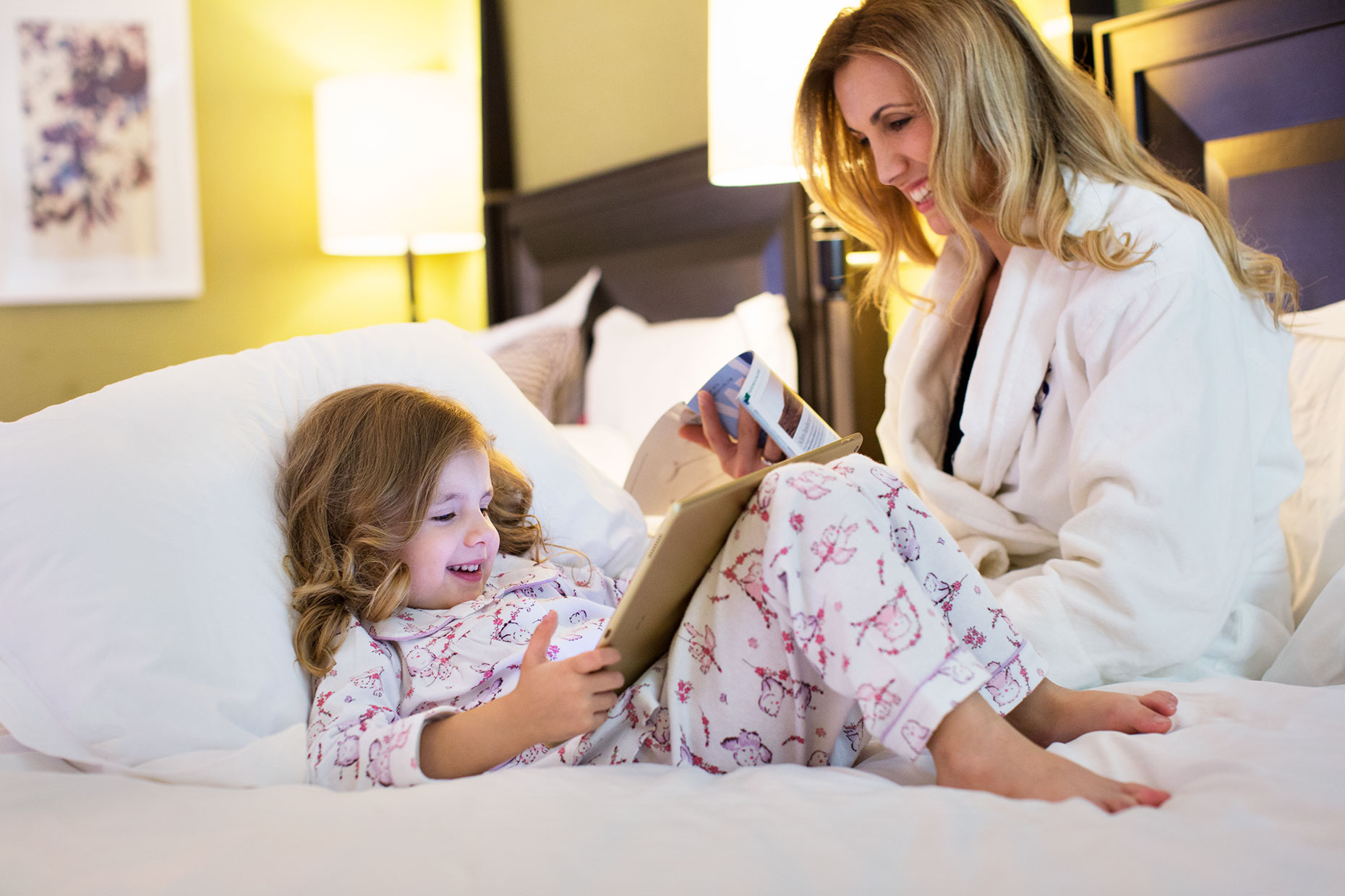 mother-and-daughter-in-hotel